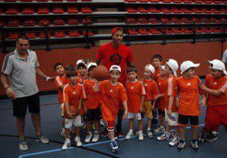 Éxito absoluto. Derrick Rose arranca su visita a Madrid clausurando el Campus Gigantes del Basket