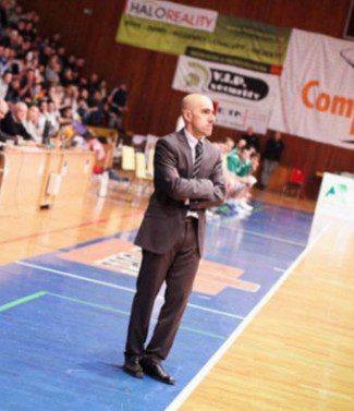 El entrenador español Raúl Jiménez, destituido en Eslovaquia