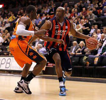 Phil Jackson descarta a Odom: «No puede mantener el nivel de un jugador NBA»