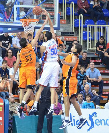 El show de Salah Mejri en Fuenlabrada