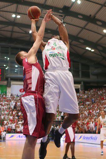 En Turquía sitúan al pívot nigeriano Alade Aminu en la órbita del Bilbao Basket