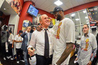 """Pat Riley se despide de LeBron como un señor: """"Nadie le puede criticar por querer volver a casa"""""""
