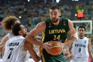 Lituania pasa a cuartos, con un gran Valanciunas (22+13). Así la hunde el pívot NBA (Vídeo)