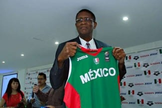 Bill Cartwright, peculiar pívot de los Bulls de Jordan, sustituye a Valdeolmillos en México