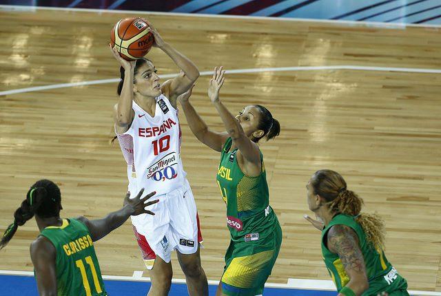 Mundial femenino: España pasa por encima de Brasil gracias al dominio en el rebote