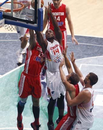 Croacia obliga a España a emplearse al máximo para ganar. Ibaka, decisivo (13+11)