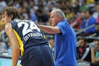 Vesely ya brilla con el Fenerbahçe: la hunde sobre el 2.21 m. Marjanovic (Vídeo)