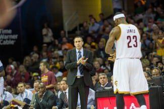 Un osado: David Blatt quiere reducir los minutos de LeBron en pista esta temporada