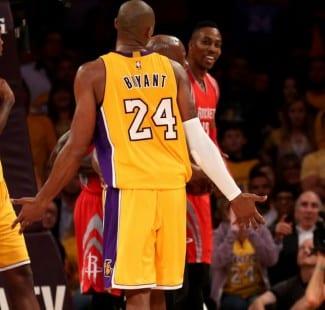 Kobe se pica con Howard por un codazo en la derrota de los Lakers: «¡Blando!» (Vídeos)