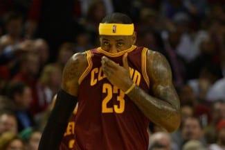 """Mal empieza Blatt. LeBron raja tras perder y quedarse en 11 puntos: """"Hay malos hábitos en este equipo"""" (Vídeo)"""