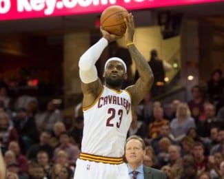 Los Cavaliers meten 127 puntos y los 11 primeros triples sin fallo. LeBron se gusta