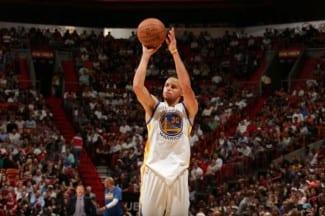 Stephen Curry fino, fino: mete 8 de 11 triples. Mira su festival