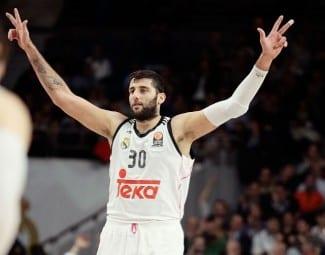 El Madrid remonta al Efes con un gran Bourousis y pasa al Top 16 como primero