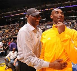 El padre de Kobe Bryant sigue entrenando a los 60 años. Ficha por los Fukuoka Rizing de Japón