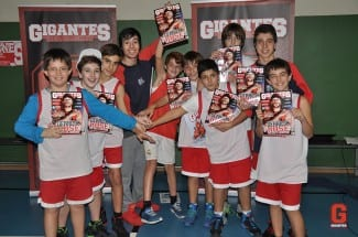 Los chavales del Mene lo dan todo en la visita de Gigantes del Basket. Vídeo