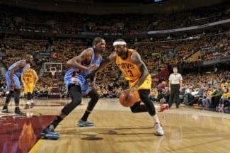 LeBron James le gana el duelo a Kevin Durant. Ibaka firma un doble-doble (Vídeo)