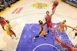 Los Lakers amargan el regreso de Pau a L.A. Bonito homenaje del Staples (Vídeo)