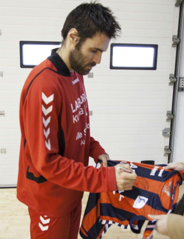 Sorteamos la camiseta oficial Hummel de San Emeterio del Baskonia