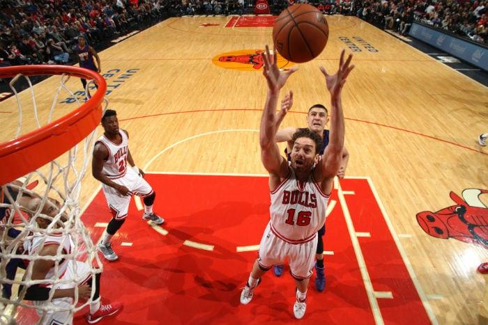 Pau Gasol (22+14), referente de los Bulls en un ajustado triunfo ante los Suns (Vídeo)