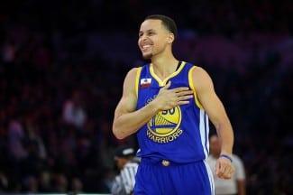 Muñeca de oro. Curry, campeón de los Triples con 13 consecutivos… ¡Bestial! (Vídeo)