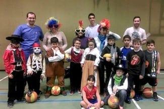 Los pequebasket del Club Melilla Baloncesto se entrenan disfrazados