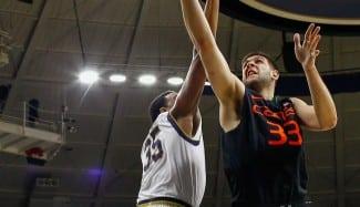 El español Iván Cruz explota en la NCAA. Mete 3/4 en triples con 2.08 de altura (Vídeo)