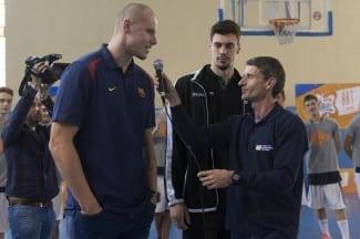 Macej Lampe y Alex Suárez, protagonistas del multitudinario clínic de la Copa Colegial & Bifrutas de Barcelona