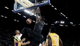 El ex ACB Ibekwe da la Liga Australiana a los Breakers. Impresionante canasta ganadora