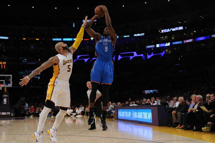 Ibaka (18+14) se disfraza de estrella de los Thunder en la victoria ante los Lakers (Vídeo)