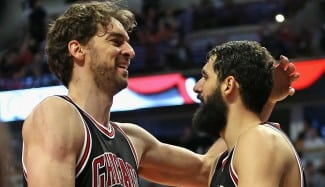 Mirotic (28) y Pau (27), en plan estelar, certifican el pase de los Bulls para los playoffs