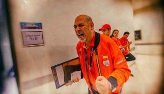 El documental de Lucas Mondelo, el rey Midas del baloncesto femenino español (Vídeo)