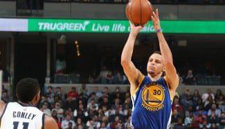 Stephen Curry aniquila a Memphis. ¿los mejores Warriors de la historia? (Vídeo)