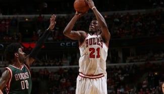 Butler (31) guía a los Bulls al 2-0. Pachulia noquea a Mirotic (Vídeos)