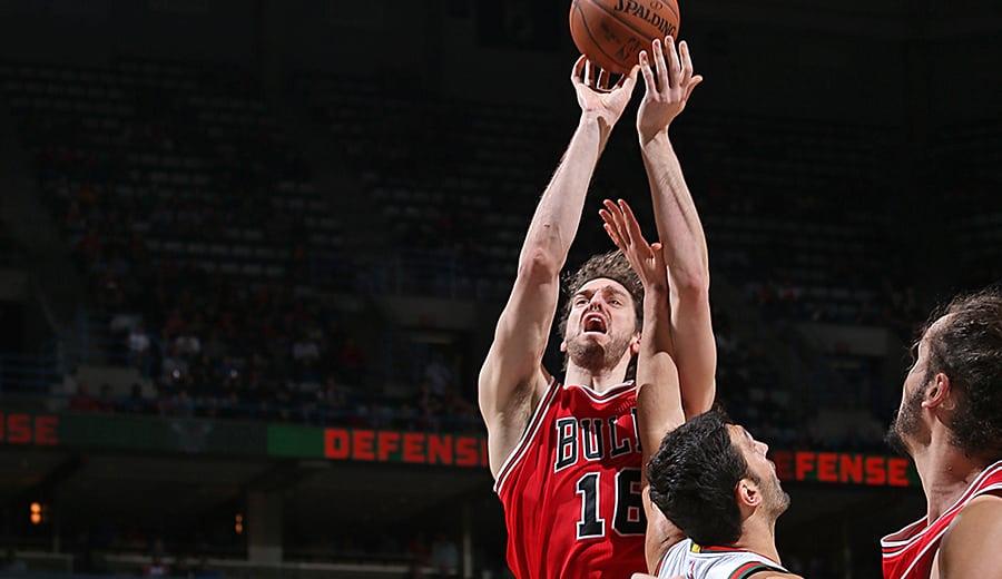 Los Bulls dejan escapar el triunfo en Milwaukee tras unos malos últimos minutos