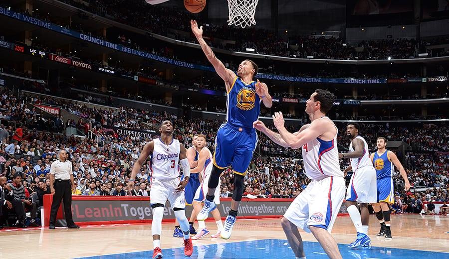Los Warriors, imparables: 10ª victoria seguida tras remontar 17 puntos a los Clippers (Vídeo)