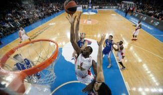 Bryant Dunston (Olympiacos) revalida su condición de Mejor Defensor de la Euroliga