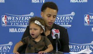 La hija de Stephen Curry le roba el protagonismo. Estrella de la rueda de prensa