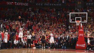 LeBron alcanza a Jordan en buzzer-beaters en playoffs. Recuérdalos todos (Vídeo)