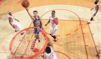 Curry (40 puntos) se carga a los Rockets y pone a los Warriors a un triunfo de Las Finales