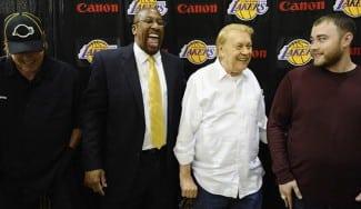 Los Lakers evaluarán a Porzingis. Uno de los Buss, en Andorra este sábado