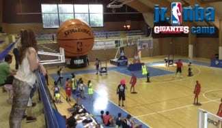 ¡Alucina con la presentación del JR NBA Gigantes Camp! ¿Has visto cómo juegan los chavales? (Vídeo)