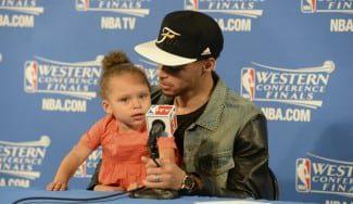 Riley Curry, capítulo 2. Así irrumpe la hija más famosa de la NBA en la rueda de prensa