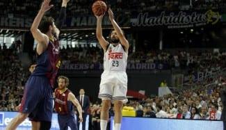 El Madrid funde al Barça (100-80) desde un pletórico primer cuarto. Llull, estelar (24)