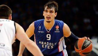 Dario Saric no se mueve. Rechaza ir a los 76ers por quedarse en el Anadolu Efes