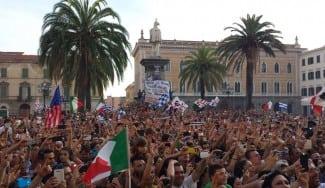 Una isla entera, ¡de fiesta! Así ha festejado y recibido la Liga de Italia Cerdeña (Vídeos)