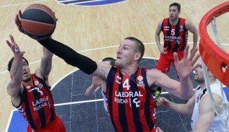 El Baskonia ejecuta la cláusula de renovación de Colton Iverson. No irá a Turquía