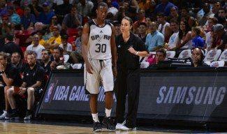 Becky Hammon debuta con los Spurs. Primera mujer en dirigir un equipo NBA (Vídeo)
