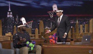 ¿Sabes que es el Faceketball? LeBron se estrena jugando en un night show (Vídeo)