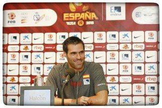 """San Emeterio: """"No soy un jugador de referencia. Puedo ayudar con mi experiencia, defensa y rebote"""""""