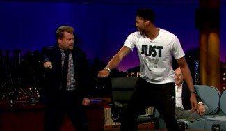 Anthony Davis, showman. Enseña a bailar la canción favorita del momento en televisión (Vídeo)